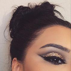 Gold sparkly eyes.