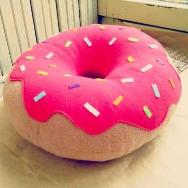 Декоративная подушка Пончик ручной работы