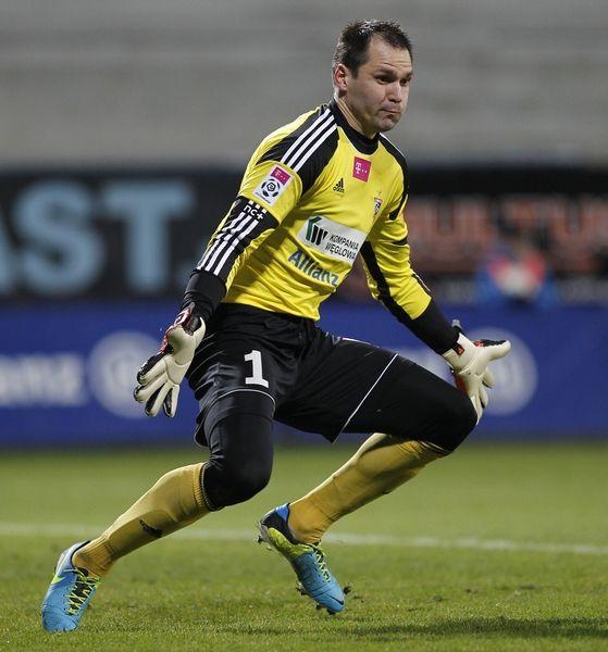 Pavels Steinbors, bramkarz, prezentuje FairSport, agent piłkarski
