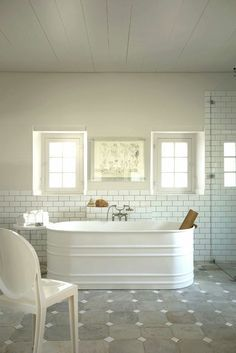 What a gorgeous bath tub. (Actually, I think it's  simply a painted, galvanized water container like you would get at a Tractor Supply...)
