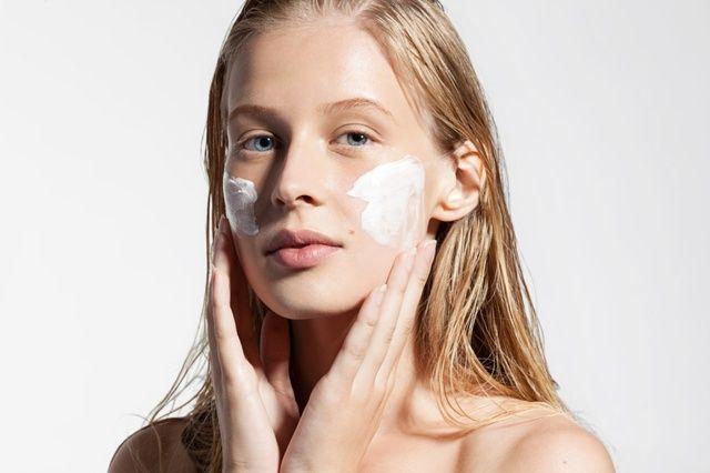 SUCHA SKÓRA może być objawem poważnych chorób. Dlaczego skóra się wysusza?