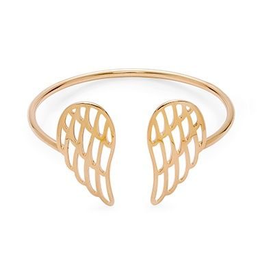 The Wings bracelet is available in 2 sizes on our website. Very original and unique, impress your circle! Available in gold-plated and silver #lilou #bracelet #wing #freedom #poetic