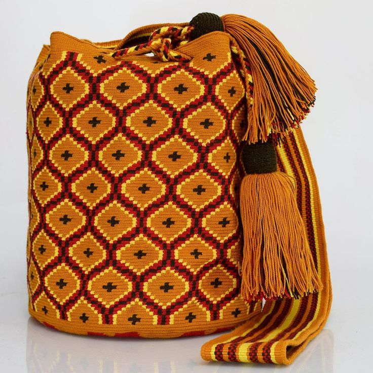261 отметок «Нравится», 1 комментариев — Just Wayuu (@just.wayuu) в Instagram: «Handcrafted handbags made by indigenous wayuu in the north of Colombia. Worldwide shipping – envíos…»