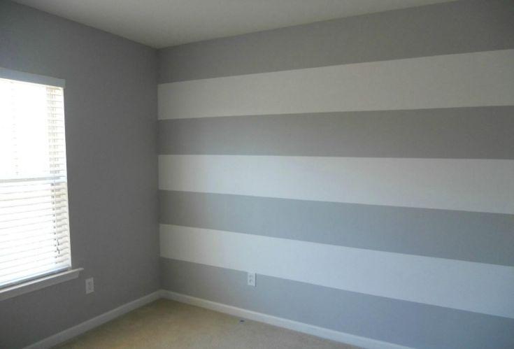 Streifen in Hellgrau und Weiß – einfache und frische Motive fürs Schlafzimmer