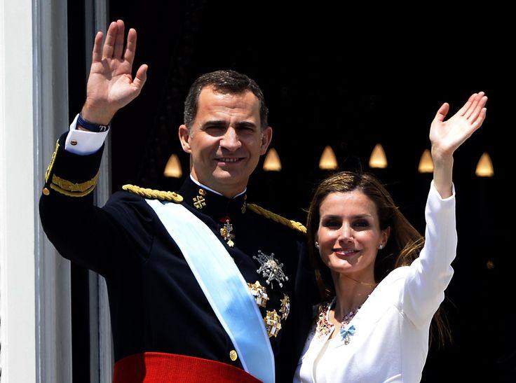 Opinar contra la corona española en redes sociales será un delito