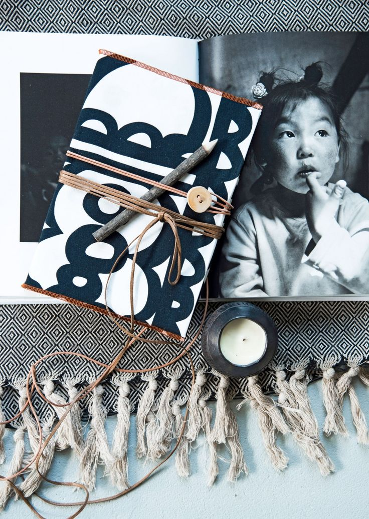 Boekomslag van stof | Book cover from fabric | Photographer Barbara Groen | Styling Marieke de Geus | vtwonen september 2015