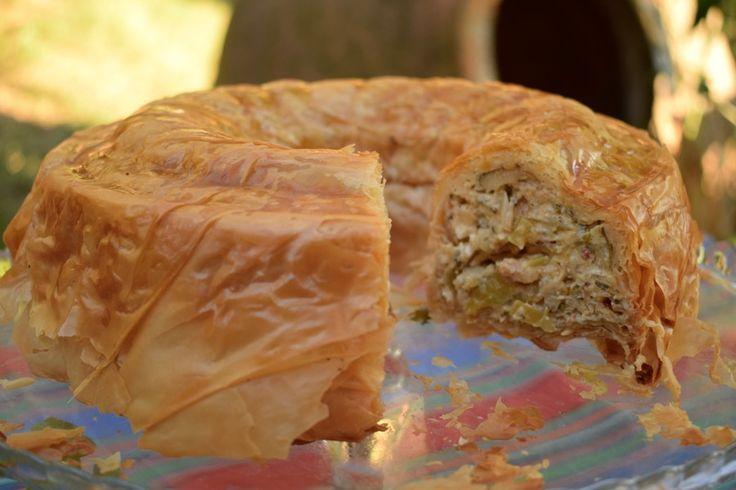 www.nikon.com Θα μπορούσες να το μαγειρέψεις και σε ταψί, σαν μια κλασική πίτα. Η φόρμα του κέικ, όμως, δίνει ένα πιο γιορτινό αποτέλεσμα, πολύ σημαντικό,