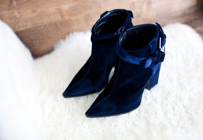 Velvet heaven!: Blue Velvet, Sick Fashions, Dream Wearings, Funky Blue, Velvet Boots, Velvet Shoes, Blue Hue