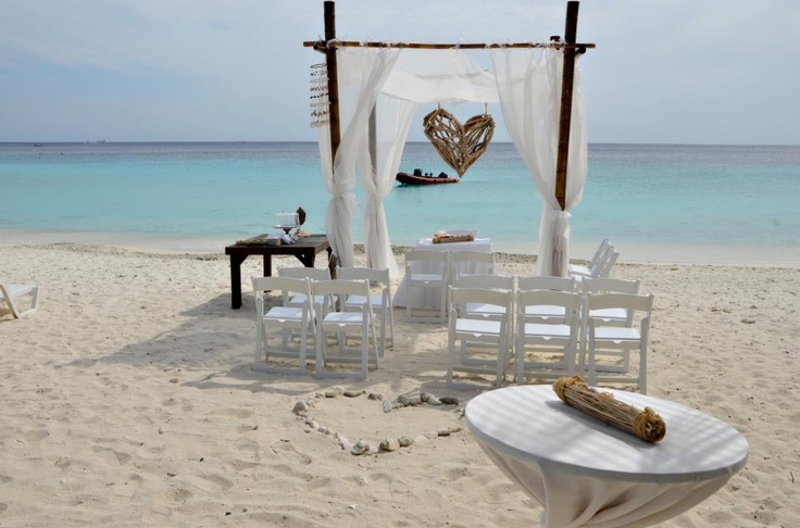 Wow, my cousins wedding on the beach in Curacao! Wish I could have been there! Absolutely beautiful!!!