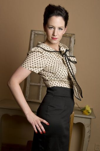 Collectif Clothing - 50s Lucille blouse Polka Bow beige black