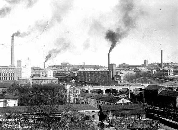 """Tehtaiden savupiippuja ja niistä tulevaa savua pidettiin pitkälle 1900-luvulle asti """"välttämättömänä pahana"""" ja osana modernia kaupunkikuvaa. Tampereellakin niitä yritettiin hyödyntää matkailuvalttina. Kuva: Aino Nyman 1901, Vapriikin kuva-arkisto."""