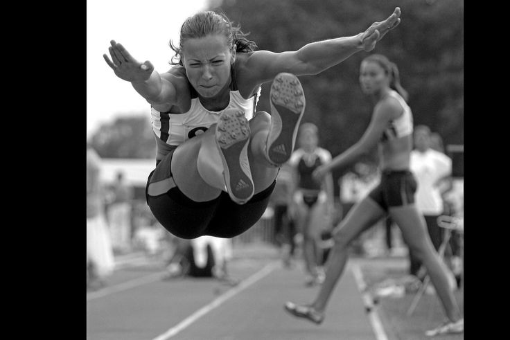 I'm a big supporter of women's Ultimate and athletics! Take the leap and pick a sport you like the look of and give it a try! #osteopathyworks #women #sport #activelifestyle #westlondon