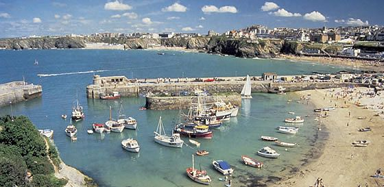 Find family static caravans, lodges and holiday park homes for hire and available to rent at Crantock Beach caravan site near Newquay in Cornwall