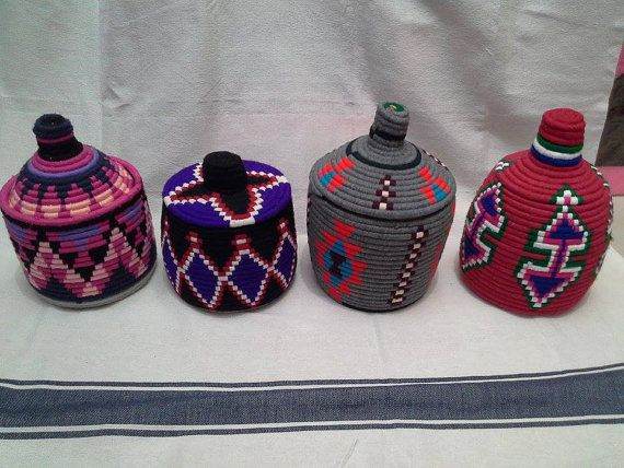 VINTAGE Panier Berbére en laine marocain par BlanketThuyaWood