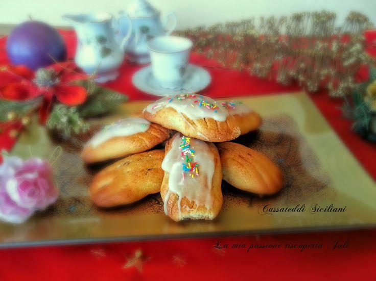Cassateddi siciliani,una ricetta di vecchia tradizione siciliana,ancora oggi si continua con la tradizione dei cassateddi siciliani ripieni di fico secca
