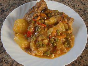 Ingredientes : - 1/2 pollo troceado - 3 patatas medianas - 1 cebolla picada - 2 dientes de ajos picados - 1 pimiento verde italiano - 1 p...