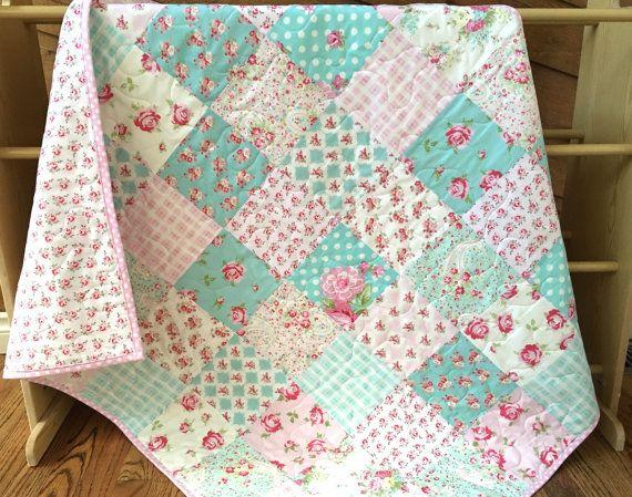 Rosas bebé colcha ropa de cama de cuna por QuiltsbyJosephine