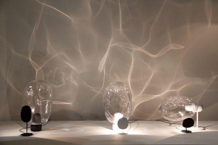 「Ripple」吹きガラスを通した光のゆらぎ。ガラスごとに異なる陰影が現れる。二人のデザイナー、Shi-Kai TsengとHanshi Chenによるコラボレーション「Beyond Object」のなかの一つ。今年のDesign Report Award賞とSalone Satellite Awardの3位を獲得した。