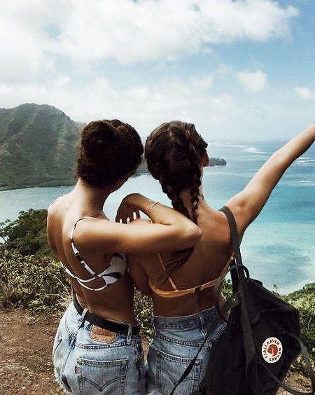 Resultado de imagem para fotos tumblr em cima das costas de amiga