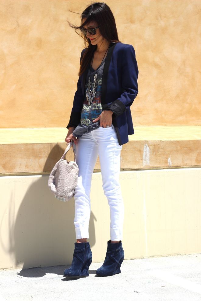 white jeans & navy: Light Pink Blazers, Fashion Foward, Nice Style, Blazers L, Street Style, Blue Blazers, Fashion Trends, White Jeans, Girls Style
