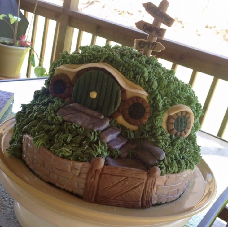 Hobbit cake made by Leah Chicoine