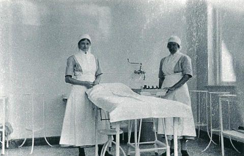 Sygeplejersker på operationsstuen på Aabenraa Amts og Bys Sygehus i 1930erne.