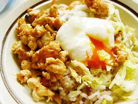 簡単〜♪鶏ムネ肉とキャベツでビビンバ丼 鶏 きのこ キャベツ 卵