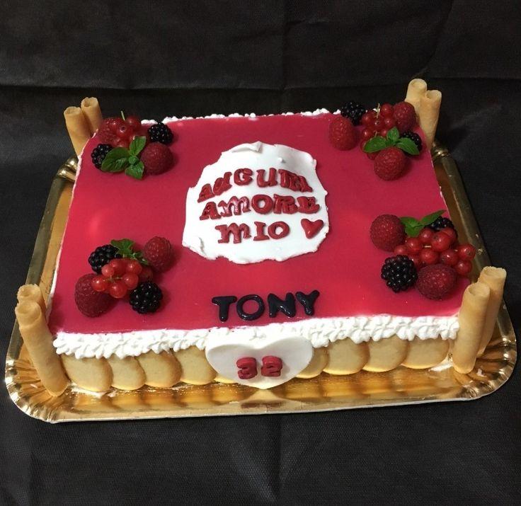 Compleanno Tony: base pasta biscotto, bavarese al cioccolato bianco, gelèe ai lamponi e ribes