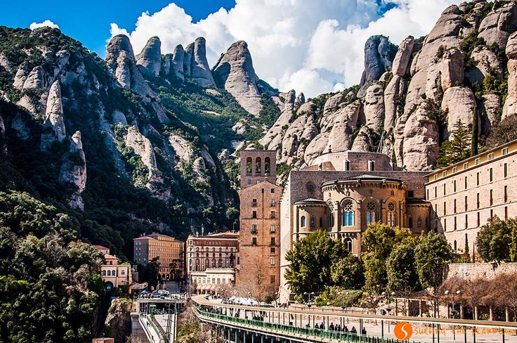 Day Trip to Montserrat from Barcelona by Train | Visit Barcelona