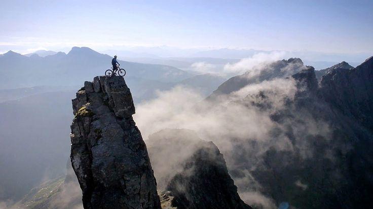 ま、誰しもが感じるその疑問は置いといて。。。  「パンクしちゃったけど、近くに自転車屋ある?」【スコットランド北部のスカイ島】
