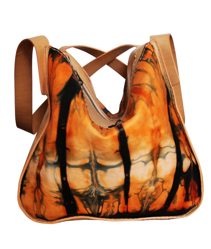 Ref: Bolso Victoria Material: Cuero pintado a mano Técnica: Batik Forro textil Medidas: 28cm x 32 cm x 20cm  Producto hecho a mano http://www.monicatejada.co/