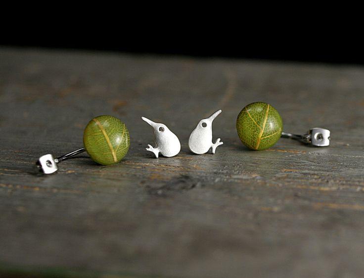 Ohrringe - Kiwi & echtes Blatt Doppel Ohrringe versilbert - ein Designerstück von VillaSorgenfrei bei DaWanda