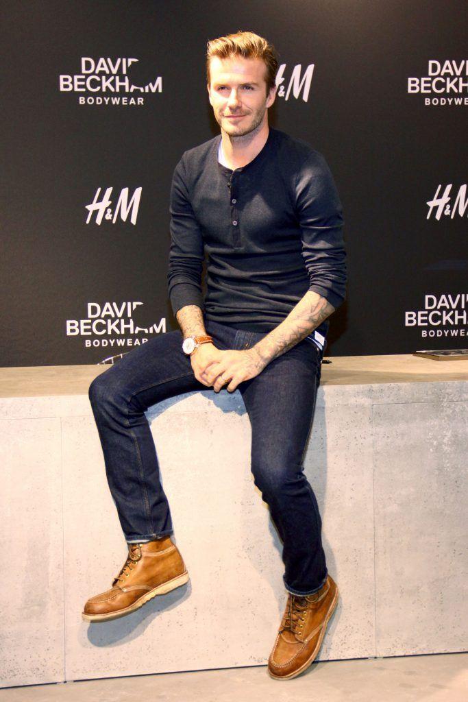 David BeckhamベッカムヘンリーネックTシャツ、ジーンズ着こなしメンズファッションコーデ