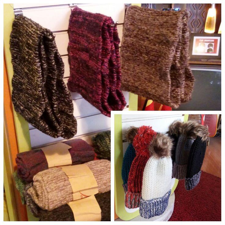 Con un gorrito y un cuello de lana, el frío ni se siente. A solo 6.990 el set #abrígate #cuellolana #ropainvierno