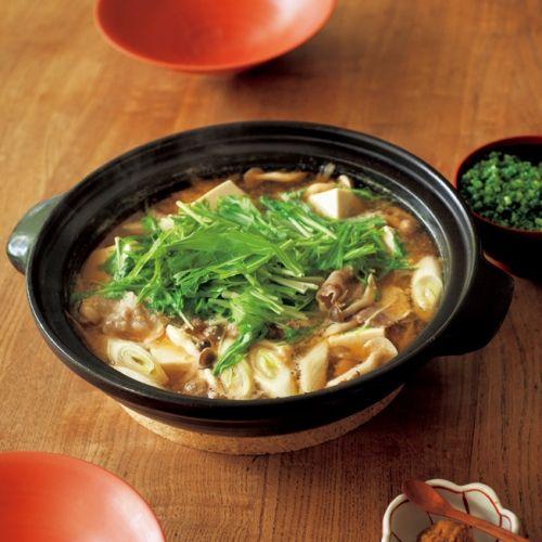 土手鍋仕立てで味わう豚肉と季節の野菜。豚肉なら気軽にいつでも作れます。
