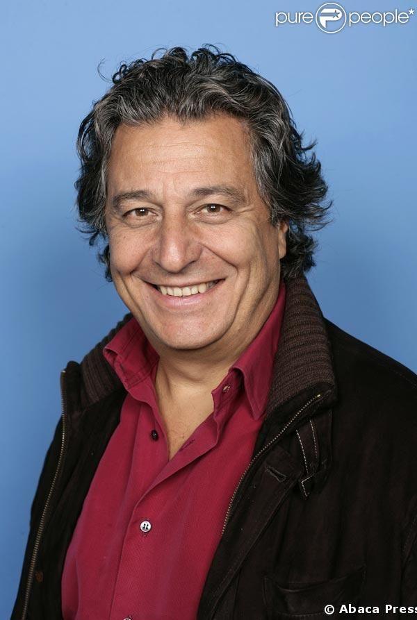 Christian Clavier est un acteur et réalisateur français, né le 6 mai 1952 à Paris.    Il débute avec la troupe du Splendid à la fin des années 1970 et s'impose avec ses compagnons dans des films restés célèbres, tels que Les Bronzés, Les Bronzés font du ski, Le père Noël est une ordure ou Papy fait de la résistance