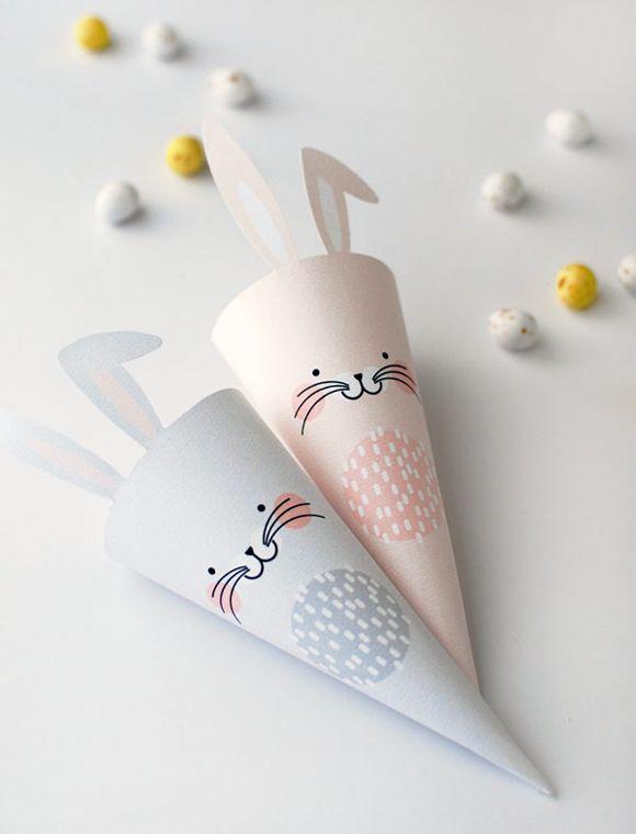Des cônes lapin de Pâques à remplir de petits oeufs