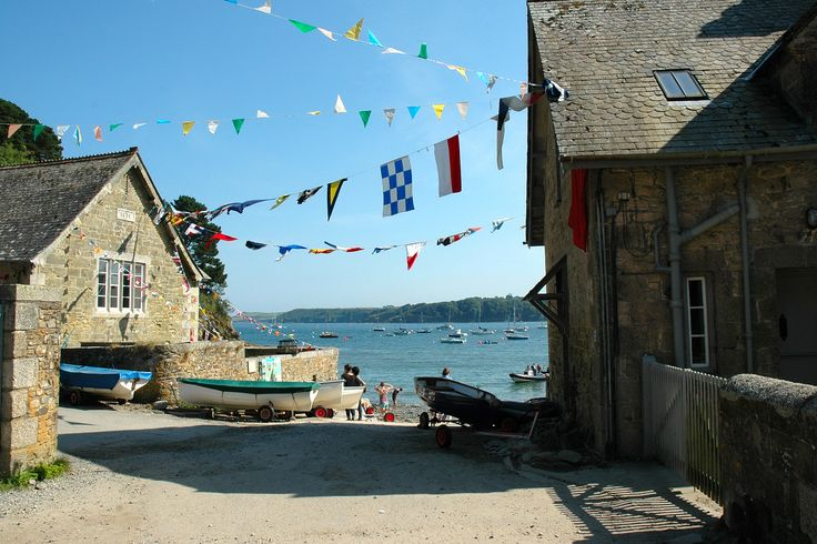 At the end of August the residents and friends of Durgan village put on a brilliant regatta. Part of this involves decorating the village with bunting and flags - and it looks really celebratory even before anyone's won any rowing races!
