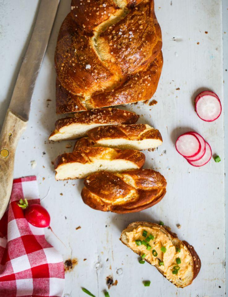 Rezept Laugenzopf Laugengebaeck Pretzel Recipe Pretzel Loaf Frühstück Frühstücksglück Rezept Obazda Bayrisches Laugengebäck selber machen Zuckerzimtundliebe Foodblog