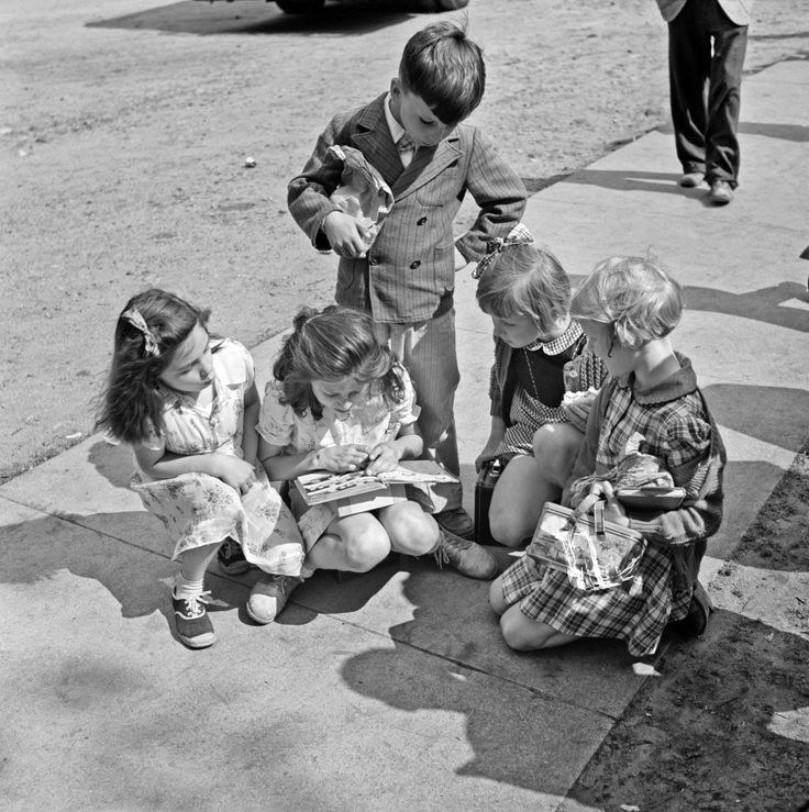 Vintage Photos: Charles Fenno Jacobs  Southington, Connecticut. A group of children, May 1942