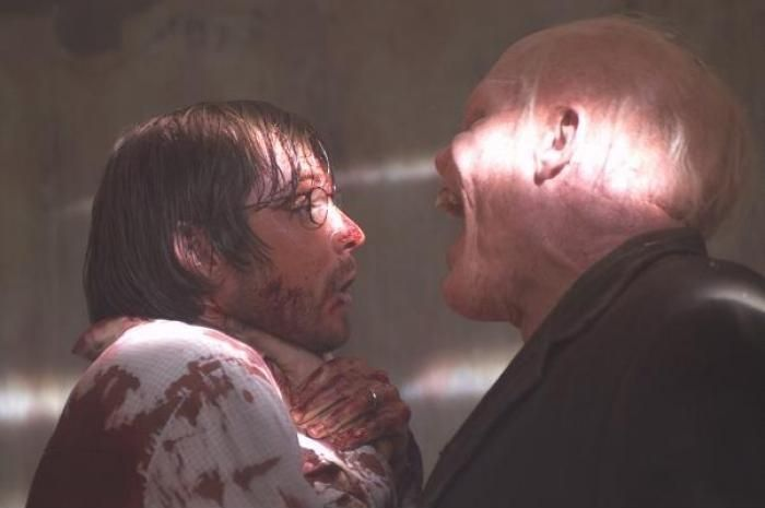 Still of Aaron Stanford in The Hills Have Eyes (2006) http://www.movpins.com/dHQwNDU0ODQx/the-hills-have-eyes-(2006)/still-1873917952