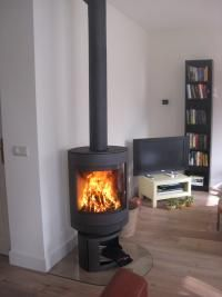Turnable wood stove
