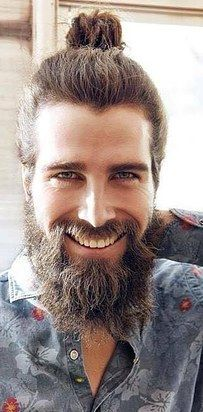 O estiloso, mas pé no chão, Luca Duarte Sguazzini. | 23 combinações de barba e coque que vão despertar sua sexualidade