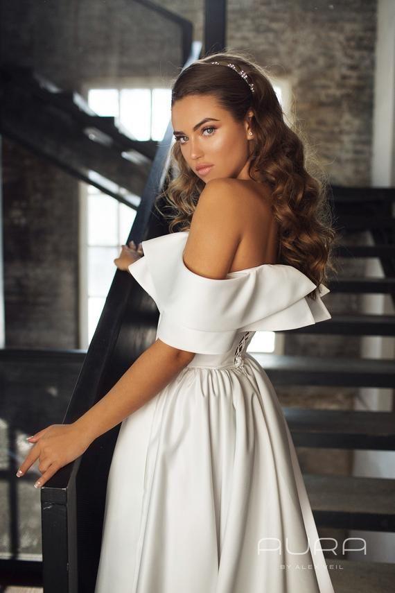 Bridal Gown & # 39; KAMILLA & # 39; / Satin wedding dress