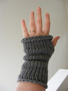 Top Down Wrist Warmer Pattern | GretchKal's Yarny Adventures