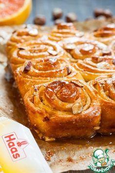 Липкие булочки по фирменному рецепту американского пекаря Марка Синклера (Sinclair's Sticky Buns) получаются просто необыкновенными! Нежные, сладкие, пушистые, с ароматом меда, ванили, апельсина и карамели... Источник: http://www.povarenok.ru/recipes/show/133469/