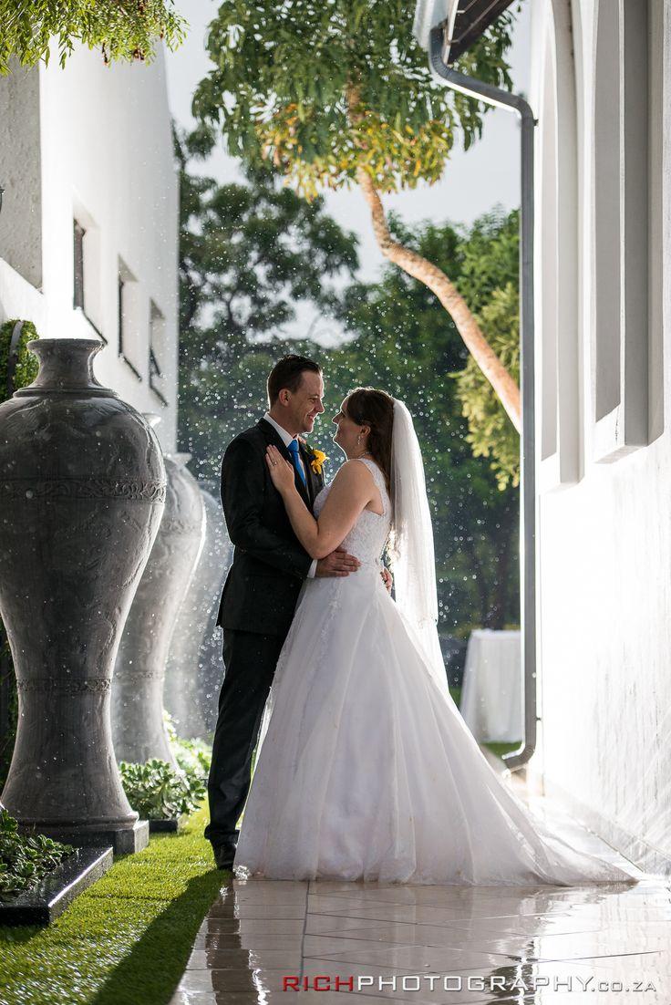 Rainy wedding photo ideas.