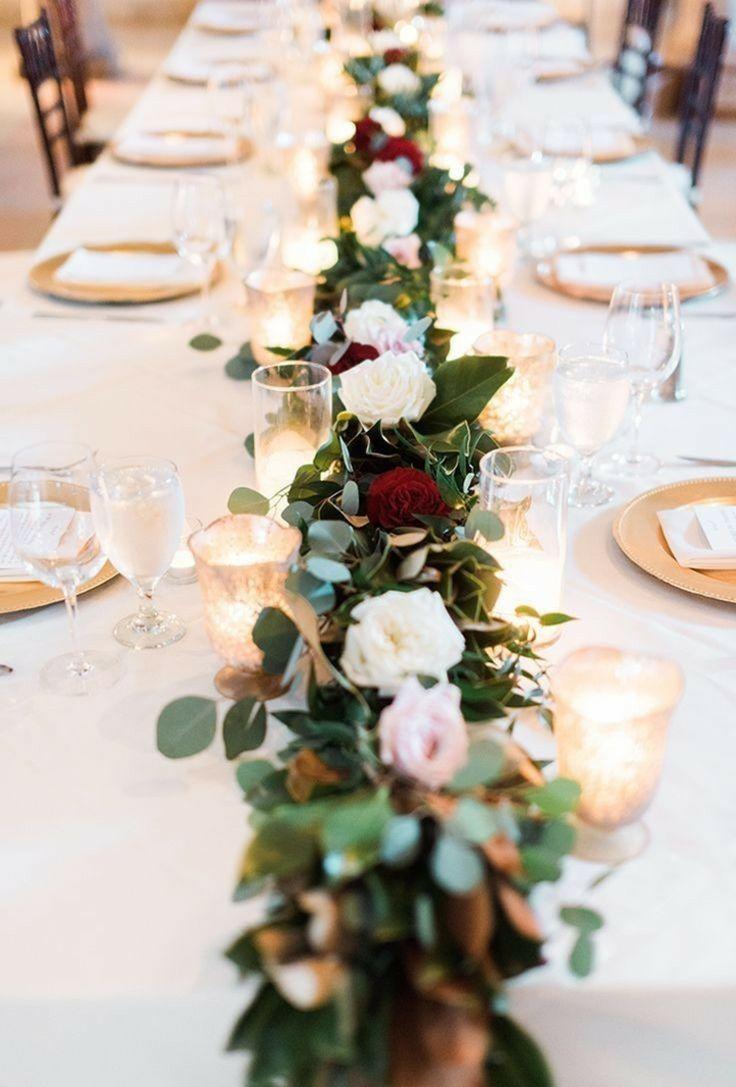 groß Tischdeko mit Rosen in verschiedenen Farben und Windlichter und #Geschirr in Gold