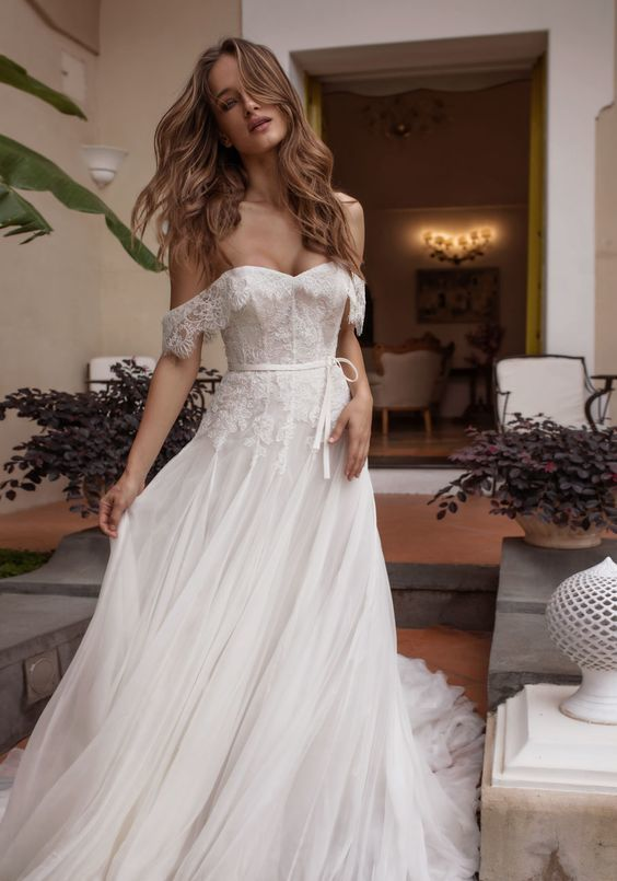 Sweetheart Lace Appliques Wedding Dress,Off the by PrettyLady on