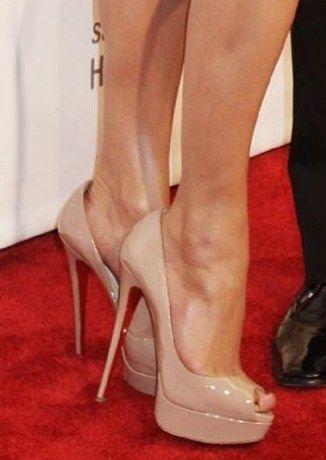 purchase cheap 716d2 da4b0 Jennifer-Lopez-Christian-Louboutin-Lady-Peep-Peep-Toe-Pumps ...